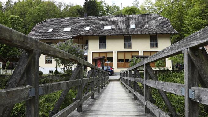 En Allemagne Le Mystere Des Morts A L Arbalete Cpam1410